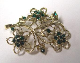 Vintage Emerald Green Rhinestone Flower Brooch in Gold tone Metal, Rhinestone Brooch