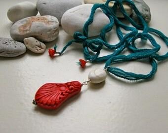SALE! Eye of the Sea Nanou cinnabar/seashell necklace