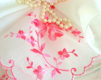 Hanky Set Vintage Pink Floral Bridesmaids Gift Wedding Hankies Attendants Flower Girl Embroidered Floral Hanky (4)