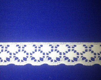 Beautiful Vintage White Scalloped Lace Trim - 15mm wide x one yard