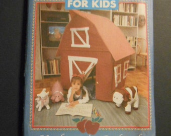 Butterick 4683, Card Table Barn and Animals