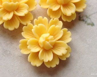 26 mm Yellow Chrysanthemum Resin Flower Cabochons (B) (.gm).