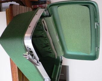 vintage Luggage...  classic 70's Green SAMSONITE 70s TRAIN CASE suitcase Retro-road trip luv ...