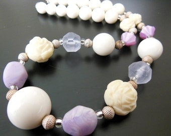 Vintage Lavender Purple & White Lucite Molded Cream Rose Silver Bead Necklace
