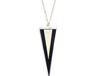 GEOMERTIC TRIANGLE NECKLACE in black&white