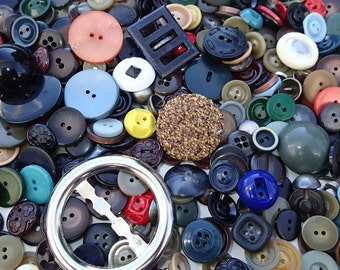 1 lb Vintage Grab Bag of Buttons 7D