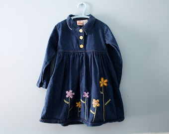 Girl's vintage blue denim dress /  Embroidered flowers /  dark blue jean dress / Size 4 to 5