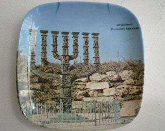 Vintage Judaica 5 inch melamine dish depicting the Knesseth Menorah in Jerusalem, souvenir 70's