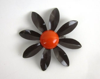 Vintage 1970s Enamel Flower Pin - Daisy - Retro Brooch in Brown and Orange - Womens Jewelry - Womens Accessories