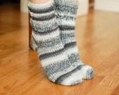 Crochet Pattern - Ladies Socks Pattern - Women's Sizes 6 (7, 8, 9) - Instant Download PDF