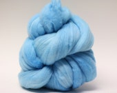 Handpainted Wool Roving Hand Dyed Superfine Merino Blue Lace Agate SFM01