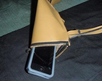 Pyramid wristlet bag
