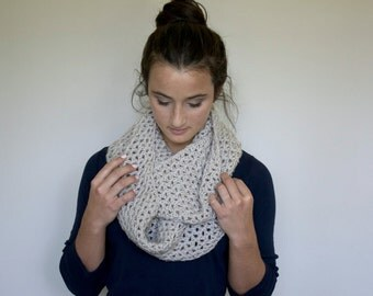 Infinity Scarf in Linen // The Brynn