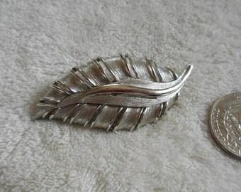 Vintage Pin-Brushed Silvertoned Leaf -P2786