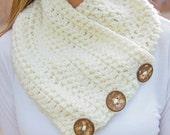 Chunky crochet cowl with coconut bottons, crochet scarf, crochet cowl, button cowl