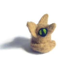 Miniature Fennec Fox Totem Animal Sculpture, Needle Felted Fennec Fox ('Kira')