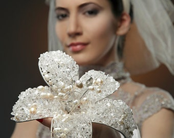 An almost classical bridal bouquet. OOAK bouquet.Bridal bouquet.Beadwoven bridal bouquet. Wirework bridal bouquet.Cristal  white bouquet.