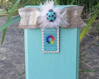 Wooden Clothespin Frame - Easter gift; shabby chic; burlap chevron