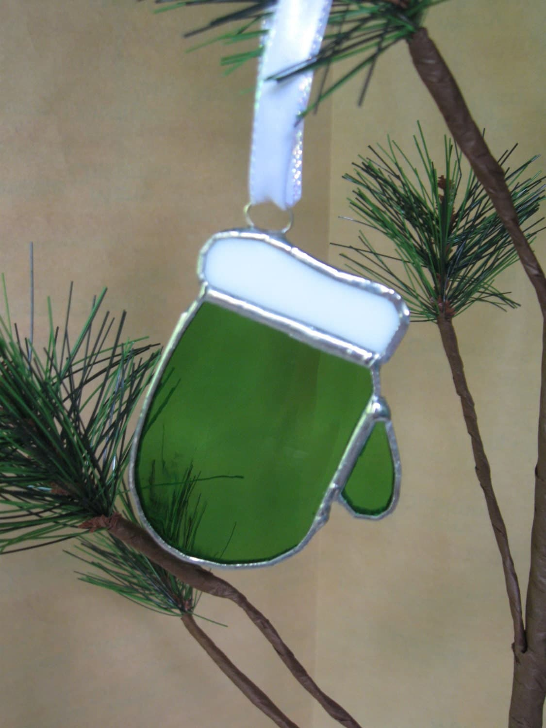 Stained Glass Christmas Mitten Ornament 012