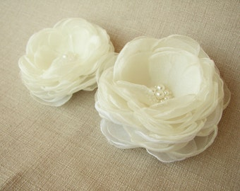 Ivory hair clips Bridal floral hair accessories Wedding hair flowers Set of 2