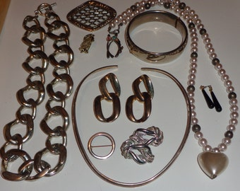 vintage jewelry lot all wearable brooches, necklaces and more*
