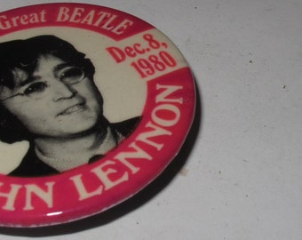 Vintage Collectible Button the beatles john lennon