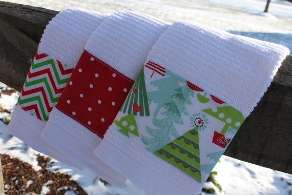 Set of 3 Christmas Kitchen Towels red green by freshregard