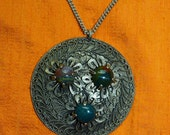 Vtg 80s India Ethnic tribal belly dance floral Silvertone filigree agate round pendant necklace