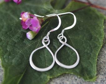 SALE. Infinity Earrings, Infinity Link Earrings, Modern Earrings.Sterling Sivler Simple Infinity Earrings.bridesmaid, sister, best friend