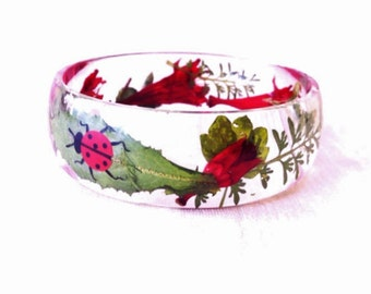 Girls size bangle, real flowers casted in crystal clear resin (MB086)