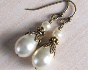 Bridal Ivory Pearl Earrings, Vintage Style Pearl and Brass, Antique Style Teardrop Pearl Earrings, Wedding Jewelry, Bridesmaids Bridal Party