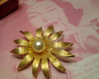 pearl flower vintage costume jewelry brooch pin