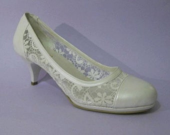 Handmade lace ivory  wedding shoe . #7012