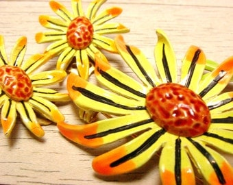 ART Yellow and Orange Enamel Flower Brooch and Clip Earrings Set (vintage retro 50s 60s floral metal lot summer sun spring bright colorful)