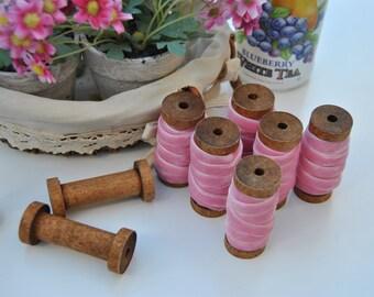 Reel of wood with 2 meters of tape of pink velvet