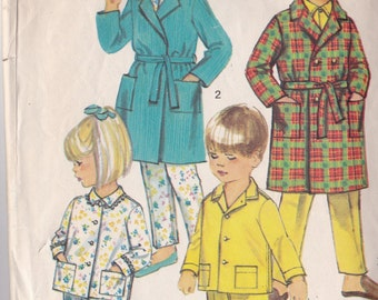 Simlicity 8291 Vintage Pattern Childrens Pajamas and Robe Size 6