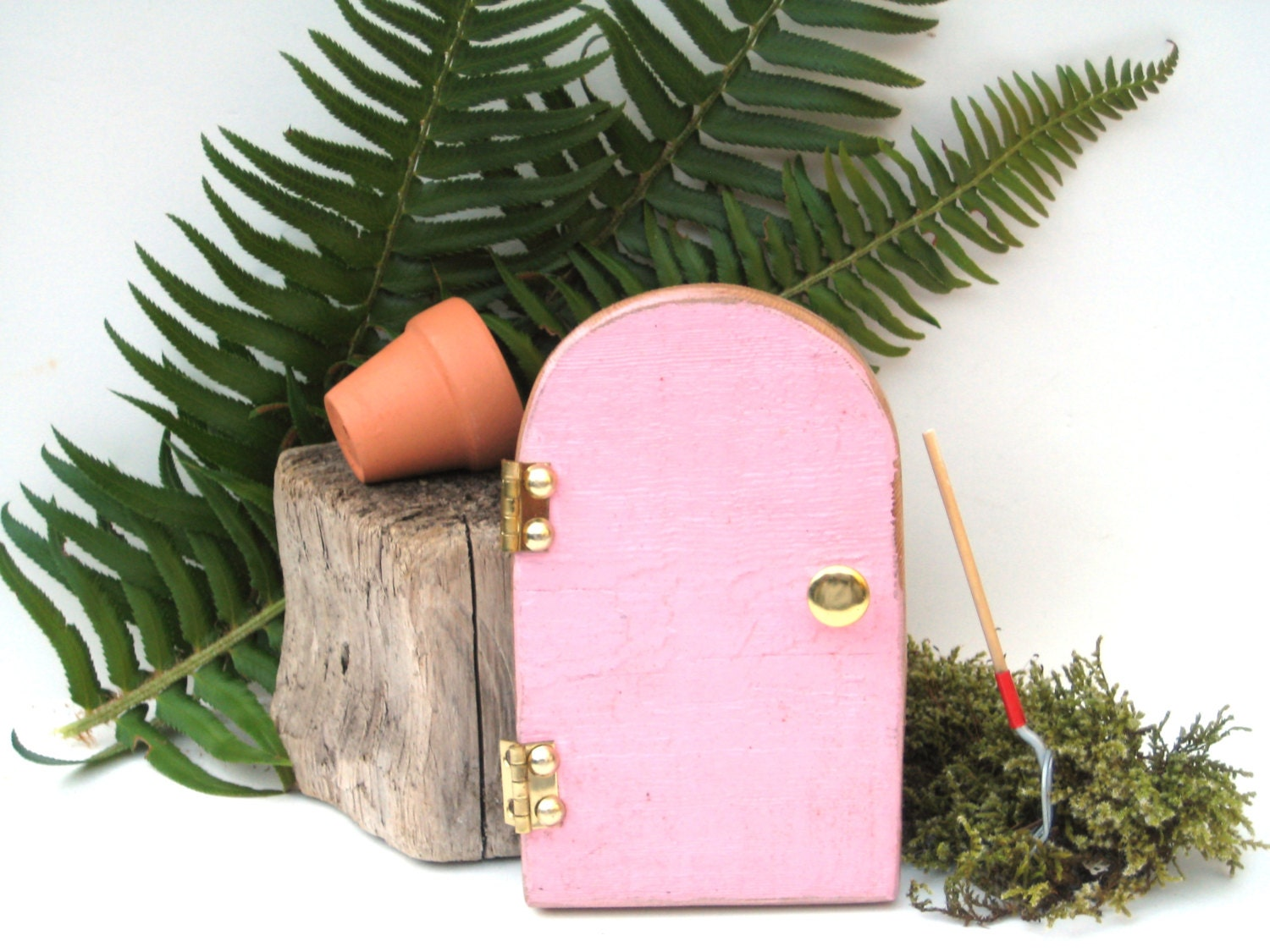 Miniature door elf door mini fairy door pink by for Mini fairy door