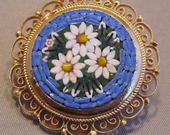 Vintage Italian Gold Toned Beautiful Daisy Micro Mosaic Brooch