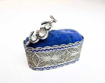 1890s Chinese Export Enameled Sterling Filigree Brooch & Stick Pin Holder. Hand Made for UK Consumption.