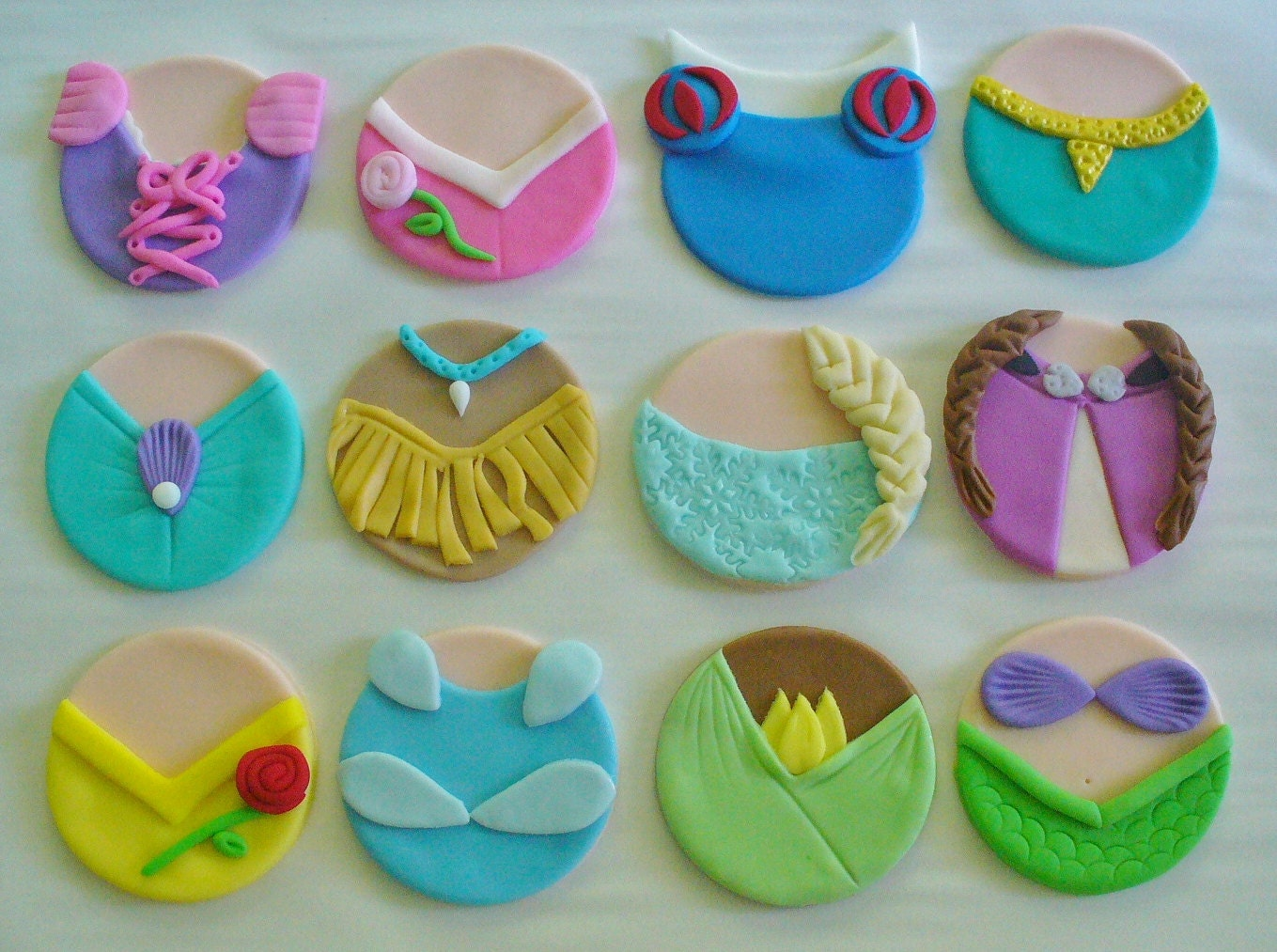 Princess Cupcake Images : 12 Edible Fondant DISNEY PRINCESS DRESSES Inspired Cupcake
