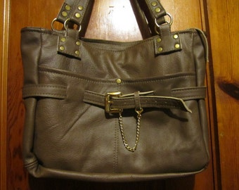 Hand Made Genuine Leather briefcase/bag, zipper top, with arm/shoulder straps (80)