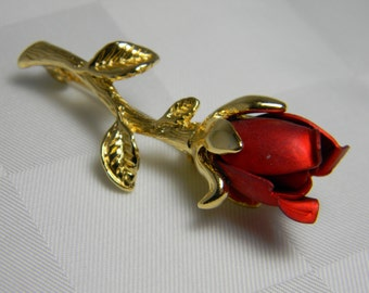 ROSE BUD BROOCH in Deep Red with a Gold Tone Stem and Leaves Made of Metal