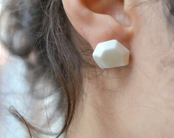 Lena blanche. Boucles d'oreilles facettées en porcelaine de Limoges