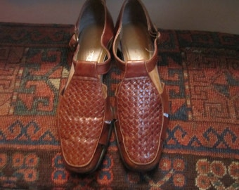 Womens Leather Woven Shoes Size 7 M.
