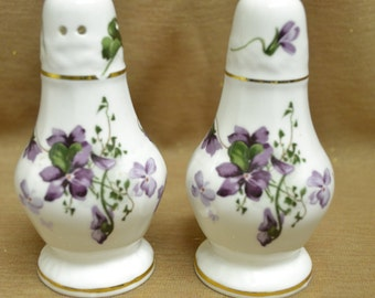 Hammersley Victorian Violets Salt & Peppers Shakers Set in MINT CONDITION