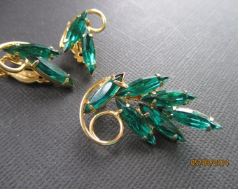 1960s emerald rhinestone brooch and earrings demi parure set. Vintage. Mad Men.