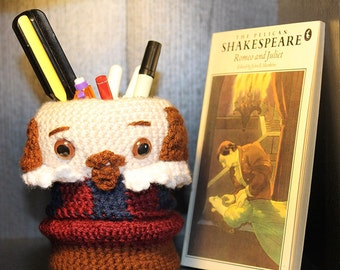 Shakespeare Pen Cup