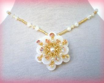 White Flower pendant beading TUTORIAL