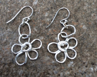 """Gorgeous """"Forget-Me-Knot"""" Solid Silver Earrings"""