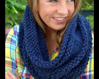 Cozy Bee Cowl - Chunky Hand Knitted Cowl - Navy Blue